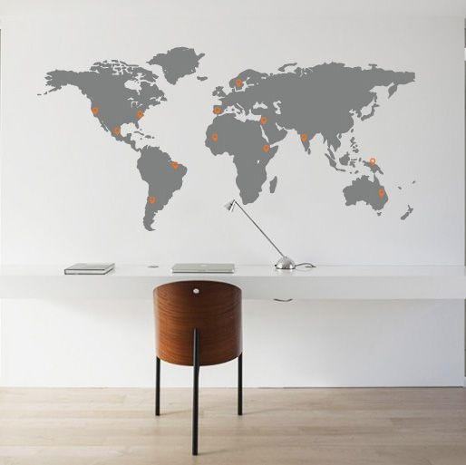 This supersize worldmap wall sticker provides every interior with a stylish tone. White or colored wall? This worldmap is the finishing touch! Including 40 pinpoints. | travelingdutchies.com