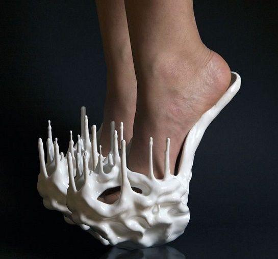Zapatos que son un crimen contra la moda, pero que aún así quieres con toda tu alma