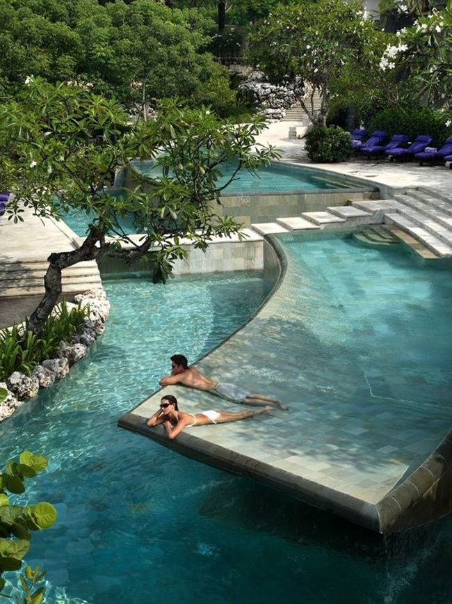 Sélection de 20 piscines  #plage #pool http://www.novoceram.fr/blog/architecture/piscines-originales