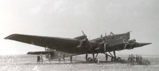 """Il Tupolev TB-3 (ANT-6) URSS-N209 """"Aviaarktika"""" scomparso e mai piu' ritrovato, mentre, anche un altro TB-3 di soccorso non fece ritorno. Il 12 agosto 1937, cinque aerei dell'organizzazione """"Aviaarktika"""", decollarono per una spedizione, guidata dallo scienziato, nonche' """"Commissario per i ghiacci"""", Otto Schmidt, verso la Nuova Zemlia, prima tappa del volo, inteso a stabilire una base scientifica al Polo Nord. Questi aerei erano dotati di motori AM-34R con elica tripala, studiati per…"""