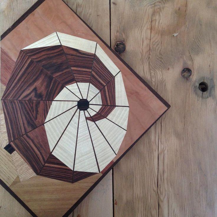 """The wait of the Geisha"" 🌊 Marquetry ""L'attente de la Geisha""🌊 Marqueterie  #wood #woodworking #woodworker #woodwork #cabinetmaker #art #artwork #montreal #mtlwood #ebeniste #woodturning #marquetry #design #wooddesign #montrealdesign #instaart #ombrelle #umbrella #bubinga #tilleul #maple #ebony #anime #otaku #geisha #sea #hokusai #waves #circle #redwoods"