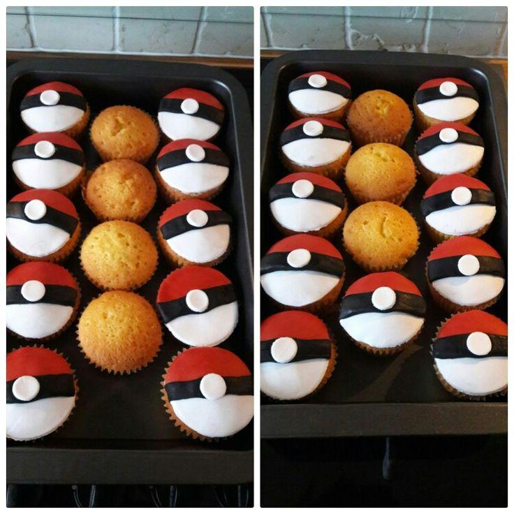 Pokeball cupcakes gemaakt als traktatie voor de 6de verjaardag van mijn zoon.