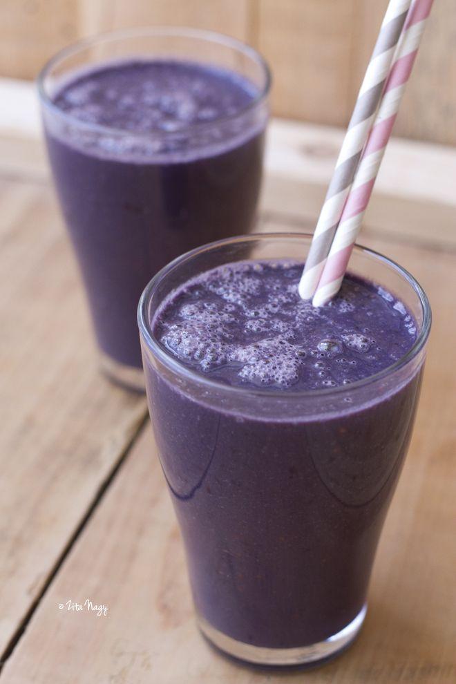 Vegán szeder smoothie  Hozzávalók 2 főre: - 250 g szeder - 500 ml rizstej (vagy zabtej, mandulatej, szójatej) - 1 db banán, felszeletelve - 3 evőkanál mandulavaj