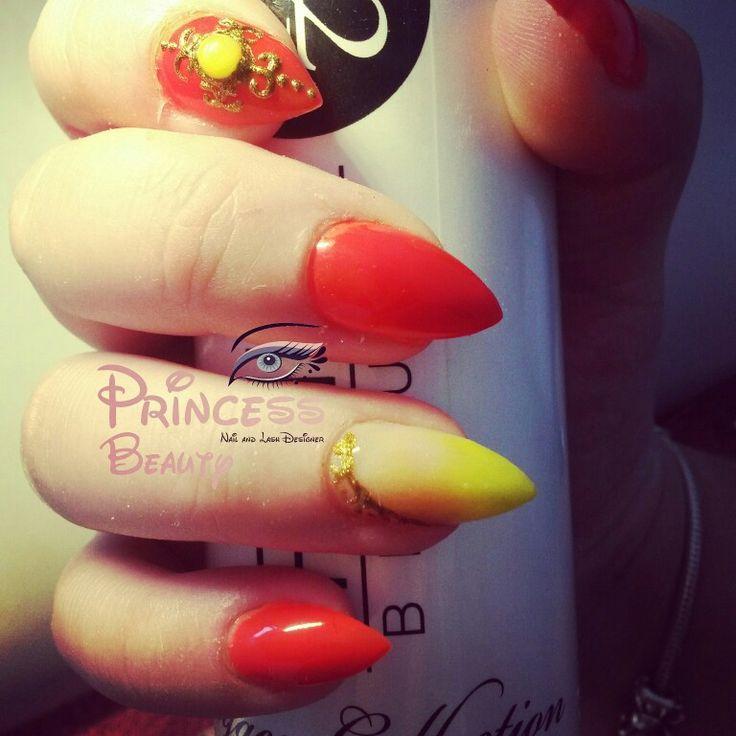 As minhas unhas em acrílico neon coral e neon amarelo com detalhes barroque