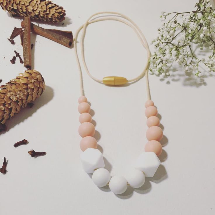 Collier pour maman en perles de silicone, Collier allaitement, Nursing necklace, Breastfeeding Necklace, Chewy, Teething necklace, collier de dentition, Silicone beads, silicone food beads, pink, girly, baby shower