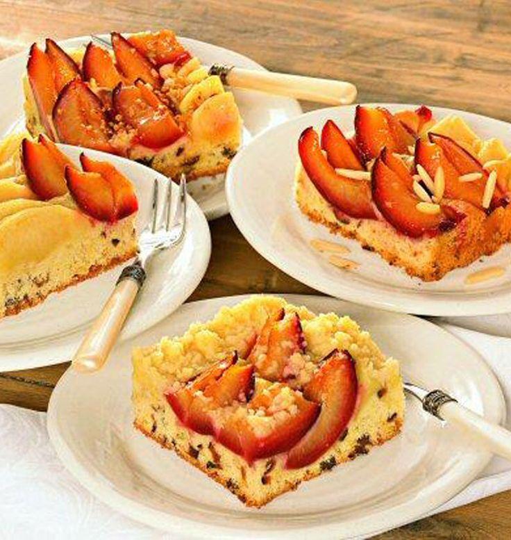 Ein saftiger Apfel-Pflaumenkuchen für die Kaffeetafel