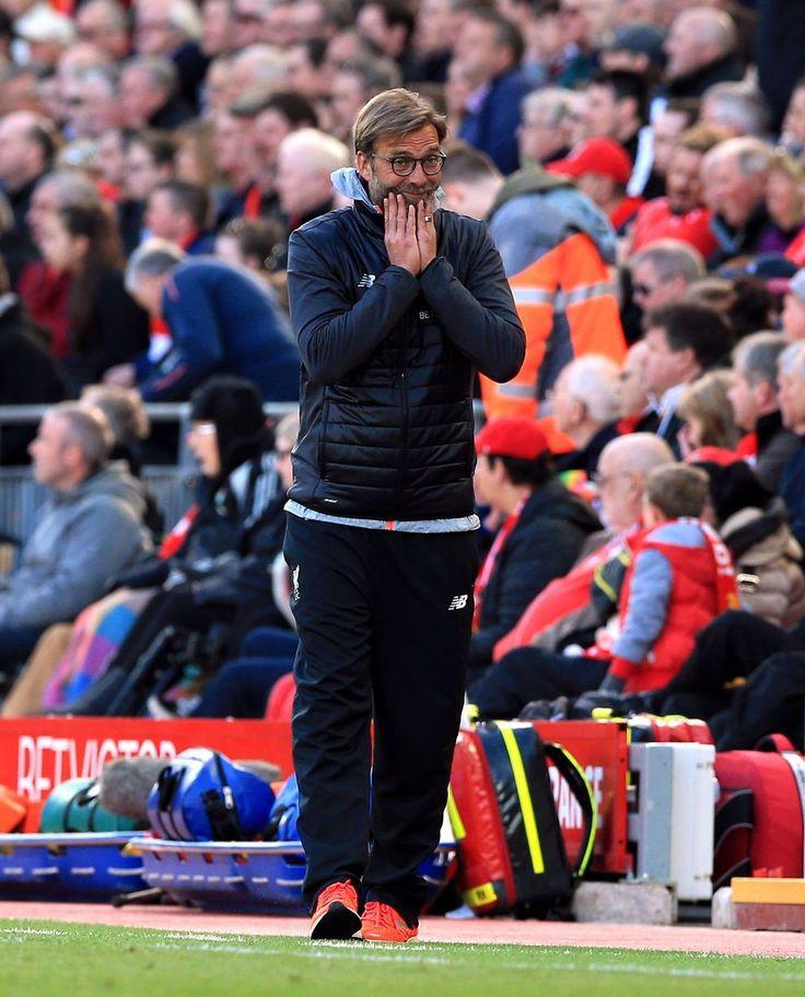 Manažér Liverpoolu Jürgen Klopp reaguje v priebehu zápasu Premier League na Anfield Road proti Crystal Palace