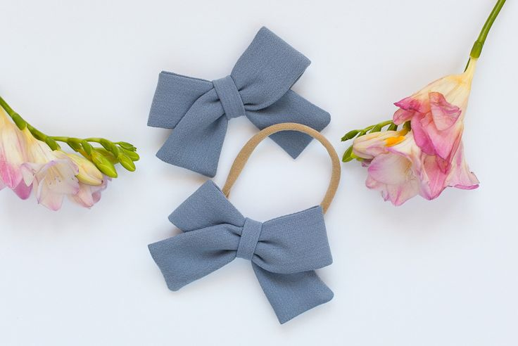 Clic to the link into the shop to buy. Pink classy bow. Pastel colors. White. Blue. Grey. Hairaccessories. Headband. Hairclip. Hairstyles. Babygirl. Only girls. Girls stuff. Little lady