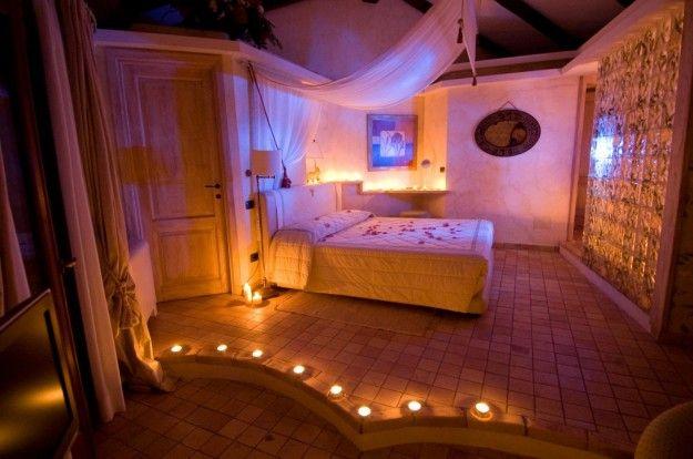 Camera con candele - Candele per arredare una camera da letto romantica.