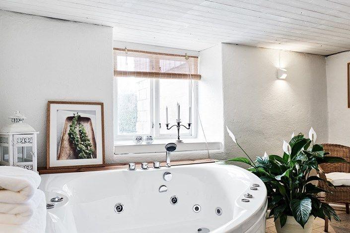 Lundin Fastighetsbyrå - Fiskebäck  -  Välskött 20-talshus med nytt kök och en del bevarad charm