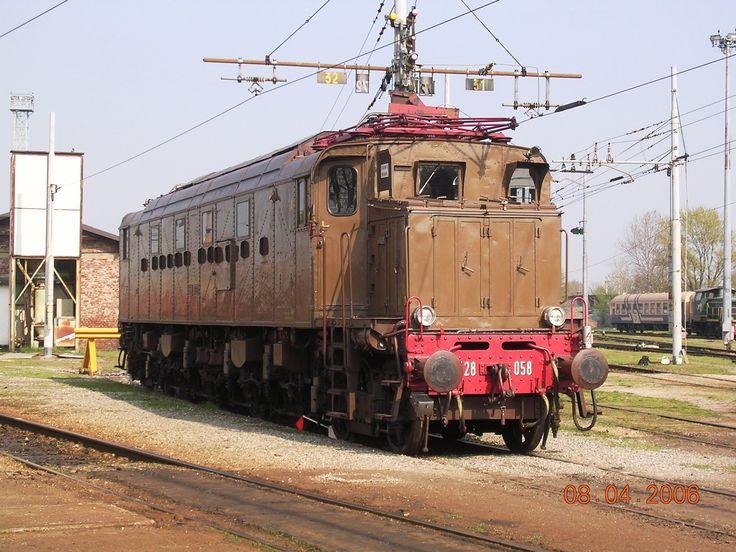 Locomotore E428 prima serie
