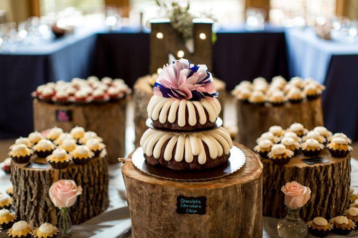 Nothing Bundt Cakes ... Photographer - Aldabella Photography - www.aldabellaphotography.com  Read More: www.acoloradomountainwedding.com/2016/05/home-run-spring-wedding/