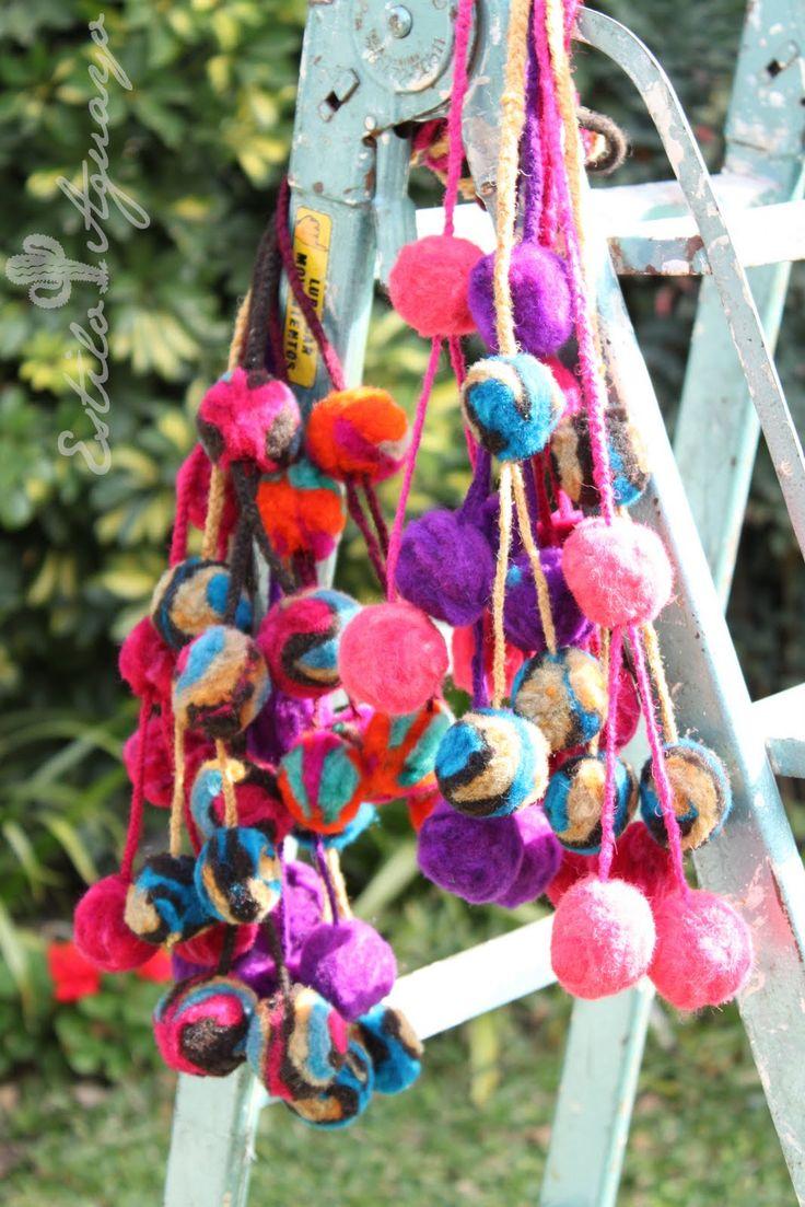 relizadas en el NOA, que utilizan las niñas y señoras en sus trenzas... ideales para decoracion deinteriores... a pedido... variedad de colores... se llaman tulmas