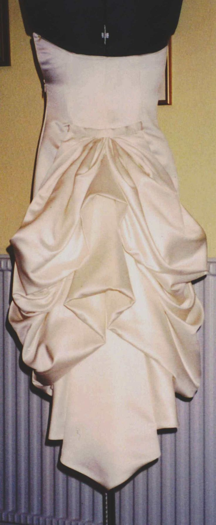 How to dress an apple shaped figure ehow - They Do This With Brides Dresses A Lot But This Bustle Is Created By Pinning It