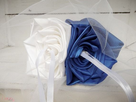 Mariage bleu roi blanc porte alliance fleur personnalisable