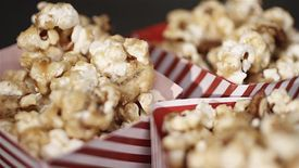 How to Make Maple Syrup and Pecan Popcorn – Calling all popcorn lovers! In this episode of We <3 Food, we show you how to make your own film night snack, coated with rich maple syrup and pecans.