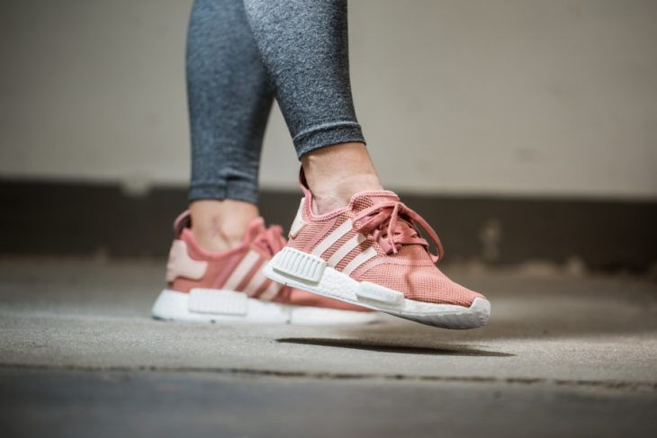 "adidas NMD_R1 ""Raw Pink & Talc"" pour femme"