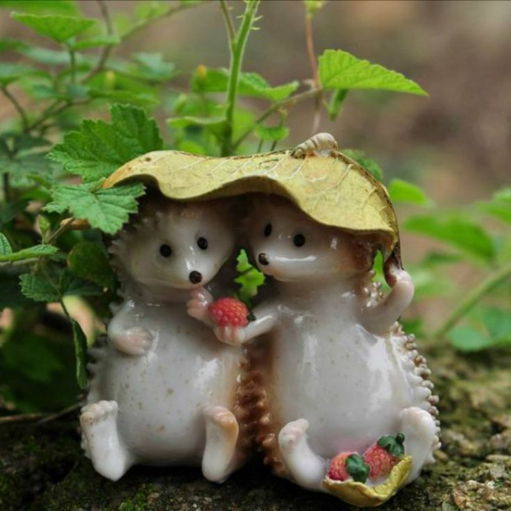 Ежи едят клубника/миниатюры/милые животные/фея садовый гном/террариум украшения/смола купить на AliExpress