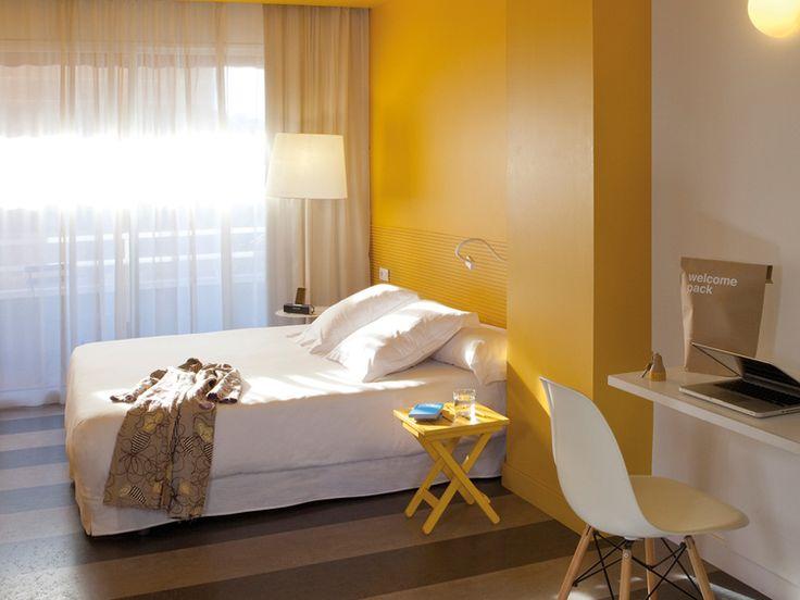 Spaanse iconische objecten komen tot leven in het Chic & Basic Hotel in Barcelona Roomed   roomed.nl