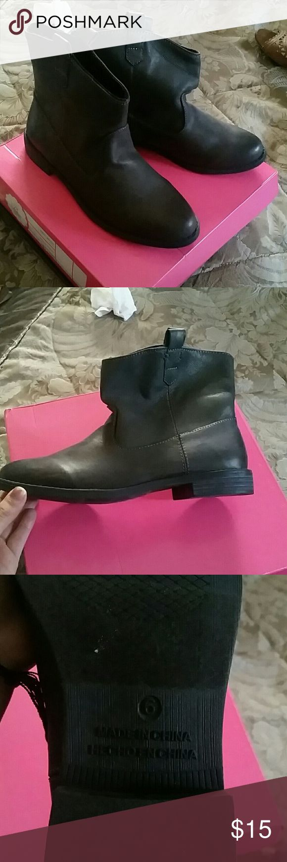 Old navy ankle boots Brand new and never been used Old Navy Shoes Ankle Boots & Booties