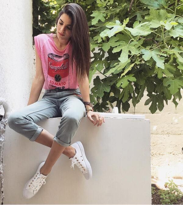 Hell yeah: the ultra talented @amiyiami knows how to roll in a new pair of #Converse all stars!