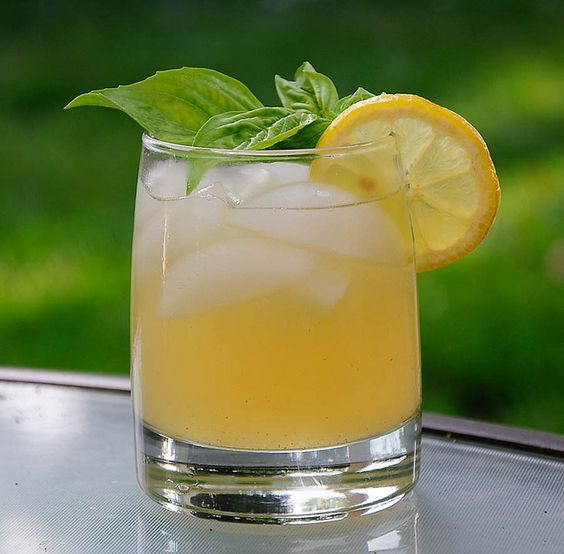 basil aleppo pepper lemonade