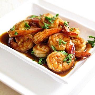 Con il termine Teriyaki si indica una tecnica giapponese di cucinare del cibo, solitamente carne o pesce, sottoposto all'azione diretta del calore di un grill, dopo essere stato opzionalmente marinato in un liquido a base di salsa di soia. E' un grande classico della cucina giapponese. Il protagonista di questo piatto, il gambero rosso di Mazara, non vi deluderà in questa versione siculo-nipponica. Scoprite la ricetta su www.frescopesce.it/gamberi-rossi-di-mazara-con-salsa-teriyaki