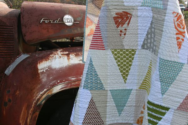 """""""Trailmarker Quilt"""" (from Film in the Fridge)Fabrics Quilt, Quilt Ideas, Quilt Fitf, Triangles Quilt, Markers Quilt, Contemporary Quilt, Trailmarker2 Quilt, Modern Quilt, Trailmark Quilt"""
