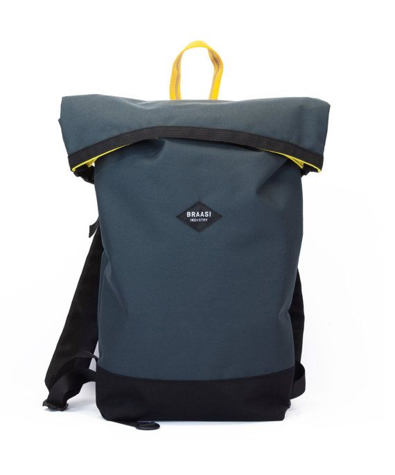 52 x 26 x 8 cm (unrolled 65cm) basic rolltop for daily use in the city and outdoors. Outer ykk zipper pocket. padded back. Coated polyester and lining. YKK buckles.