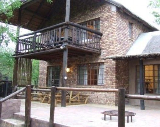 Marloth Bush Retreat in Marloth Park is a tranquil, comfortable, self-catering thatched hide-away, situated on the southern border of the Kruger National Park.