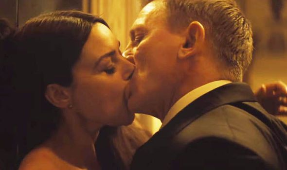 casino royale kissing scene