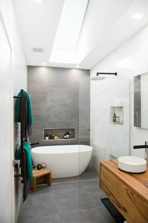 carrelage beton, baignoire blanche à poser, meuble salle de bain