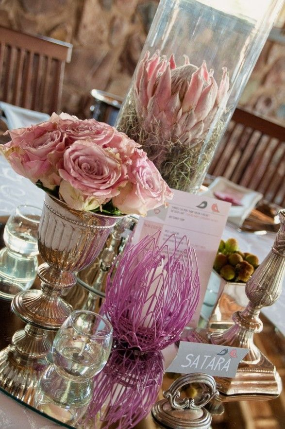 glass-cylinder-vase-wedding-decor-trendy-settings