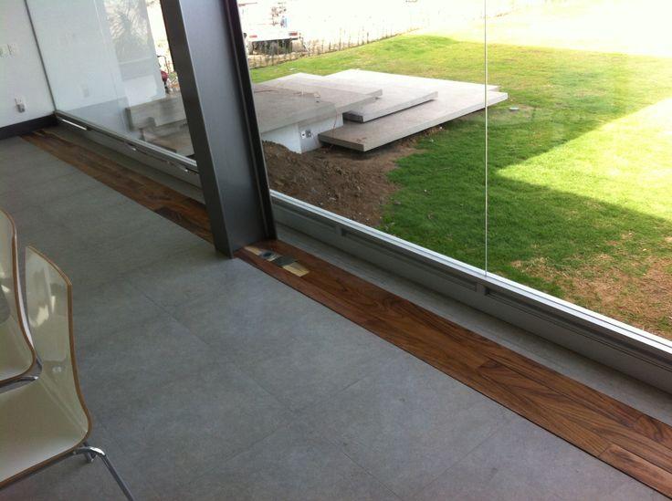 Piso de cemento con madera