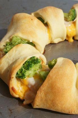 Chicken Broccoli Crescent Roll Recipe - so easy and SO good.