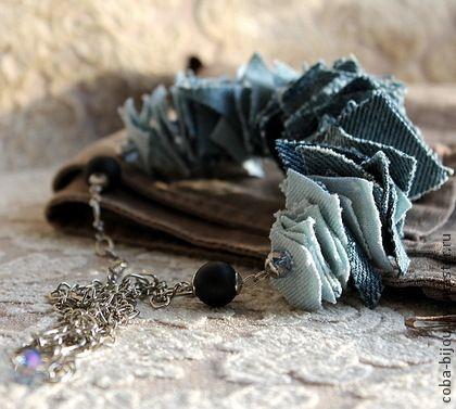 Колье ДЖИНСОВЫЕ ЛОСКУТКИ, джинс, шунгит - голубой,джинсовые бусы,джинсовое колье