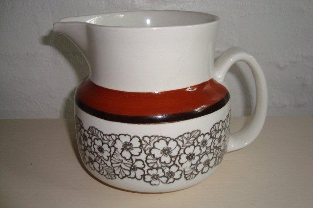 "GEFLE ""Agneta"" 1975-79. #trendyenser #gefle #agneta #swedishdesign #svenskdesign #retro #dinnerware #jug #kande #sælges #forsale on www.TRENDYenser.com."