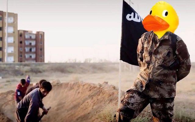 """Foto   Anonymous Sfida l'Isis e Li Ridicolizza """"Per L''11 Dicembre Organizzato Il Trolling Day"""" Anonymous Sfida l'Isis e Li Ridicolizza """"Per L''11 Dicembre Organizzato Il Trolling Day""""  Anonymous torna a colpire l'Isis. Per l'11 dicembre ha organizzato il """"trolling day"""". Tutti gli utenti sono  #anonymous #isis #trollingday #sfida"""