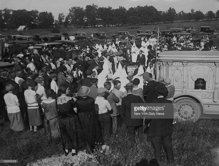 Photo shows the burial of charles willard slain klansman