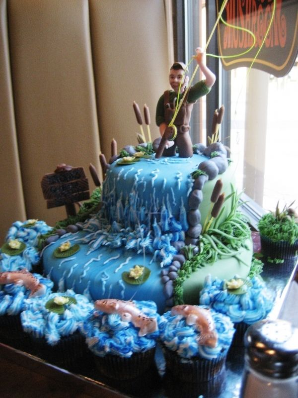 Stunning Fly Fishing Birthday Cake....Golly I wish my dad ate cake and lived a little closer.......like I would EVEN have the time......to .....make......wow