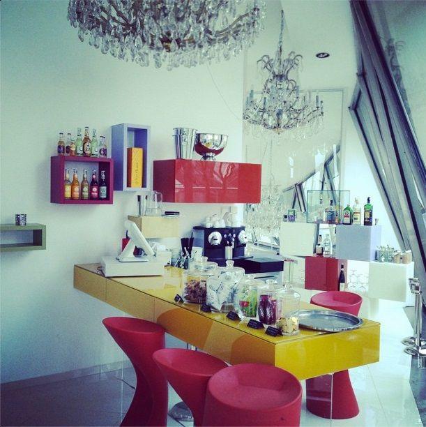 nábytek LAGO v baru Tančícího domu v Praze