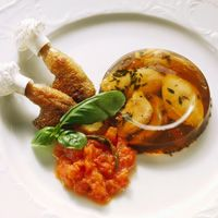 Main course: chicken variation with tomato concassé #gelatine #GME #maincourses ©gettyimages