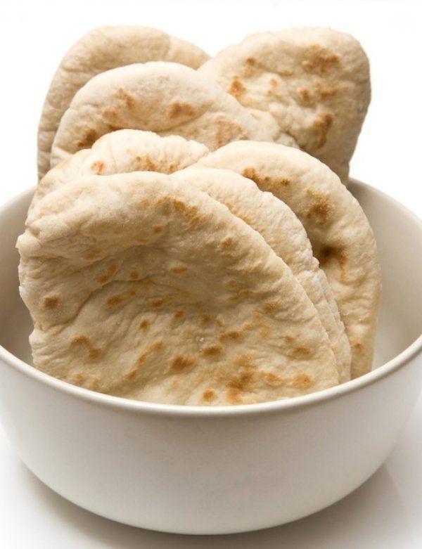 Σπιτικές πίτες για σουβλάκια από τα χεράκια σας Πηγή: http://www.queen.gr/MAGEIRIKH/SYNTAGES/Pswmi/item/34986-spitikes-pites-gia-soyvlakia-apo-ta-herakia-sas#ixzz2l1sNV4nW