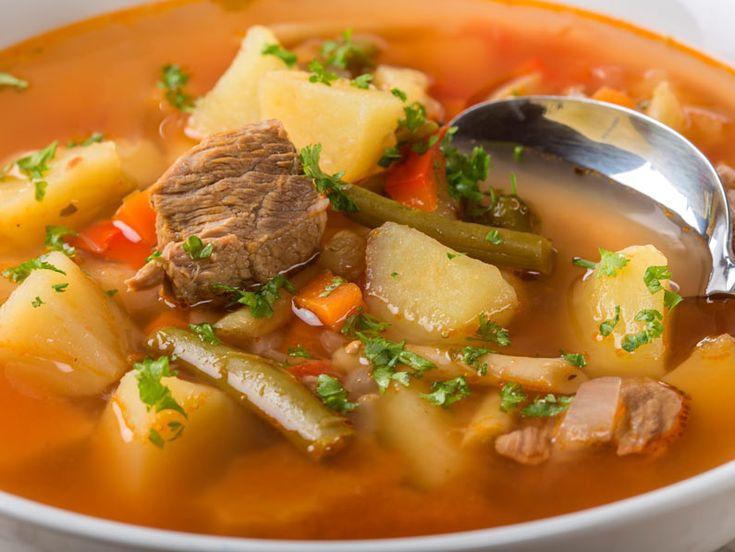 Ciorba de vacuta cu cartofi si fasole pastai - BucateleNoastre.ro