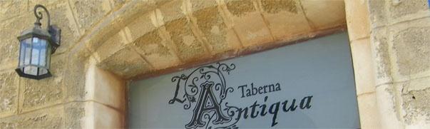En Cádiz acaba de abrir un bar ambientado en el siglo XIX. Se llama Taberna La Antiqua y está en la calle Libertad, junto al mercado de abastos. El mobiliario está sacado de tiendas de anticuarios y las tapas, aunque de estilo moderno, están también nombradas con frases alusivas a ese siglo. Te lo contamos con más detalle en Cosasdecome: http://www.cosasdecome.es/guia-de-establecimientos/taberna-la-antiqua/