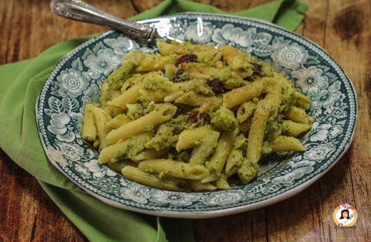 Pasta+e+broccoli+alla+Siciliana+-+Pinoli+e+mollica+tostata