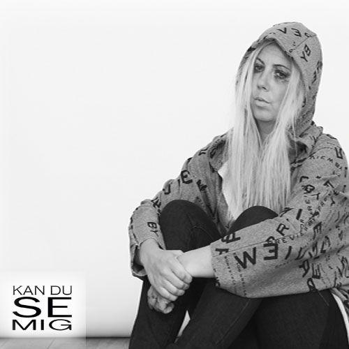 Katrine og Bianca har forsøgt at sætte billede på KAN DU SE MIG? ved at vise, at mennesker med en usynlig kronisk sygdom er to mennesker: Den du er udadtil, og den syge del som næsten ingen ser.