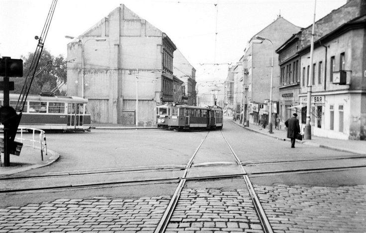 Křížení kolejí na Palmovce v roce 1971.