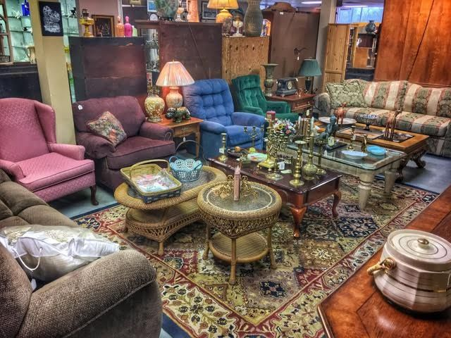 FINDERS KEEPERS SPRINGFIELD.com Is A 9,000 Square Foot Two Floor Store  Located In The