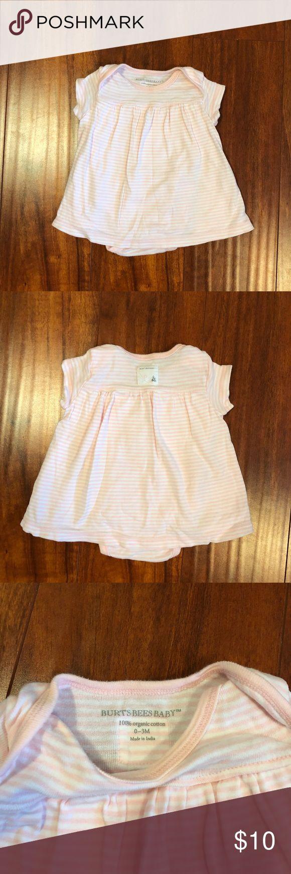 Burt's Bees Baby 0-3mo dress 100% Organic Cotton Burt's Bees Baby girl dress. 0-3mo So soft and cute. Gently worn. From pet free & smoke free home. Burt's Bees Baby Dresses Casual